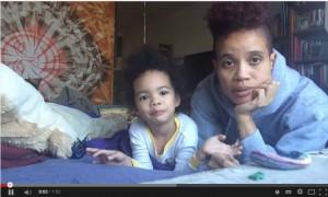 Zuri et sa mère Staceyann Chin